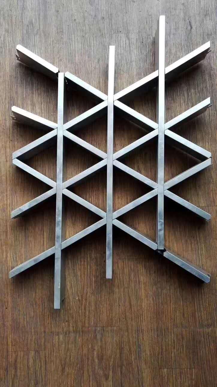 三角形铝格栅组装